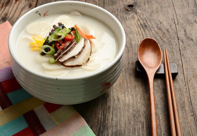 Tteokguk – món ăn truyền thống ở Hàn